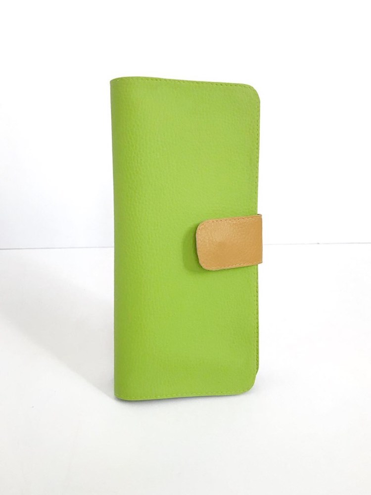 Womens Travel Wallet Green Vegan Leather Cruelty-Free